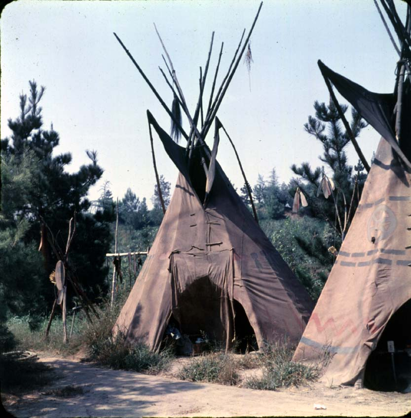 stuff from the park tom sawyer island tipis. Black Bedroom Furniture Sets. Home Design Ideas